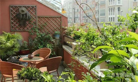 远景,另一方面结合花坛植栽,营造空中庭园,形成室内外视觉交流的近景.
